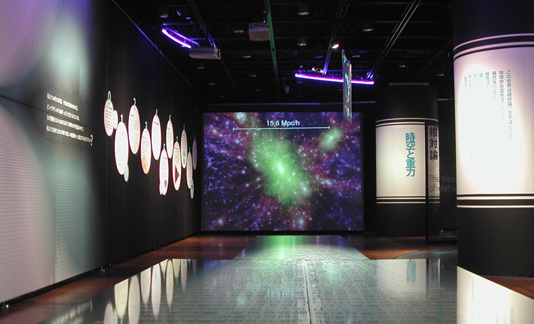『宇宙のはじまり』 <br>宇宙の構造をシミュレーションした映像を使って構成しました。なかなか理解しづらい物理の世界を、一般の方にも伝わるようにアレンジするのが大変でした。