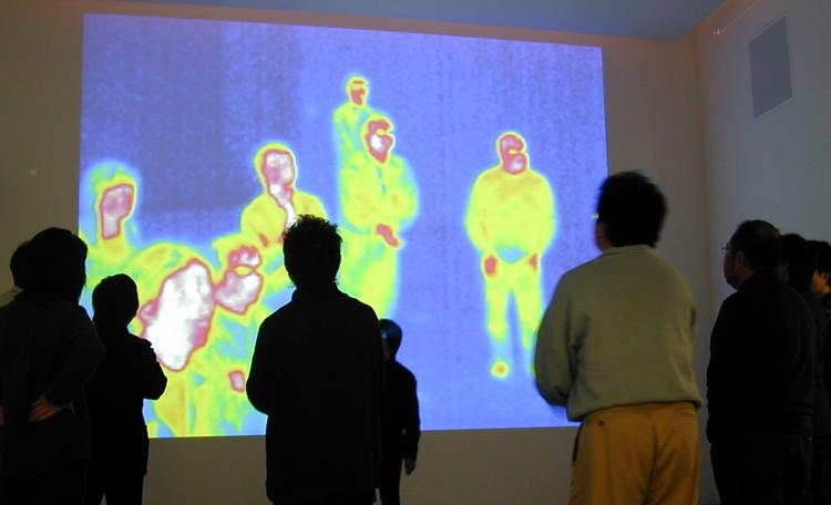『ようこそポカのいえへ!』<br>プロローグ映像。進行役やキャラクターとの掛け合いも楽しめて、自分の温度をサーモグラフィで見ることもできます。