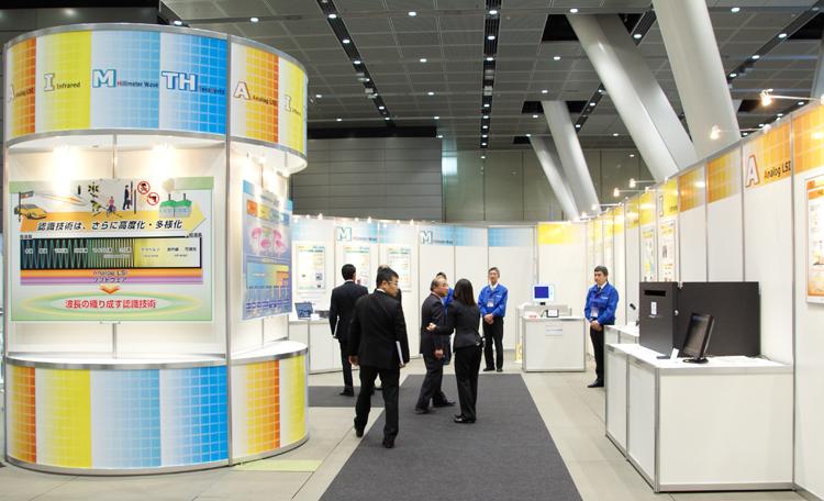 日本信号の新しい認識技術をライブ実験やグラフィックパネルを織り交ぜて紹介しました。