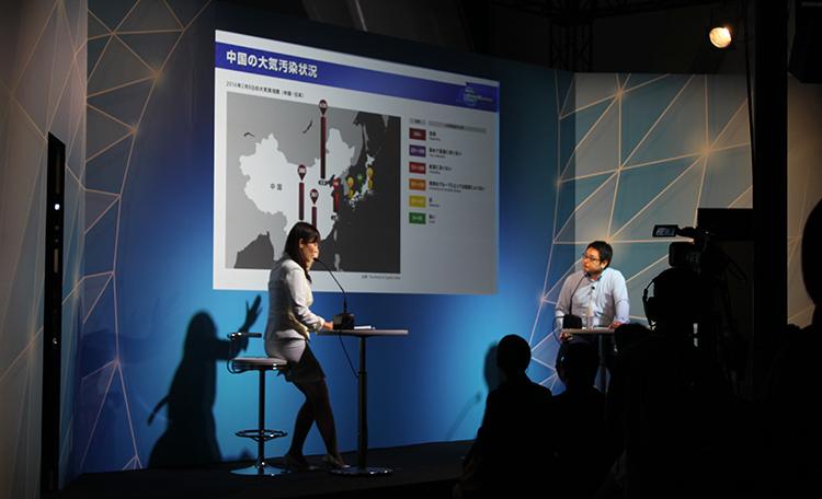 ■イノベーションステージ<br>「環境対応技術」から「遺伝子解析」まで、東レの将来分野への飽くなき挑戦の数々を、<br>映像やスライドなどを交えながら研究担当者がさまざまに語るステージを演出しました。