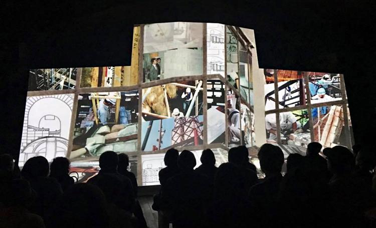 大型造形(10m×5m)に映る「メインシアター」